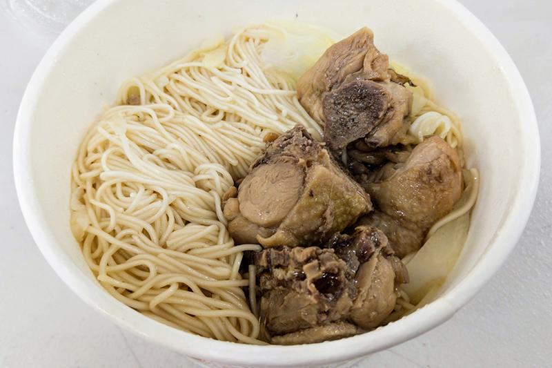高雄美食,高雄前金區美食,辣雞麵,肉燥飯,洪師傅肉燥飯
